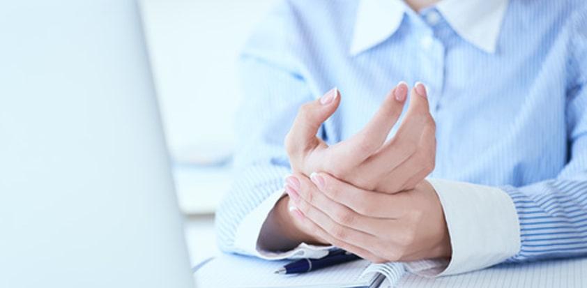 Drętwienie rąk choroba leczona przez fizjoterapeutę Białystok